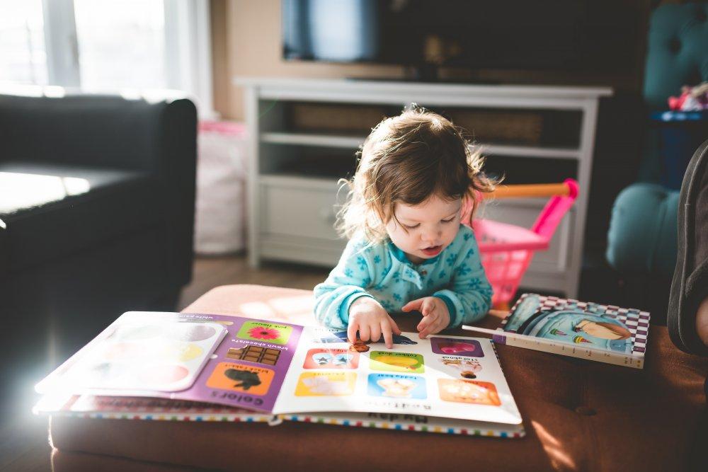 Uppmuntra barnets utveckling under det första levnadsåret med bra leksaker för barn upp till 1 år